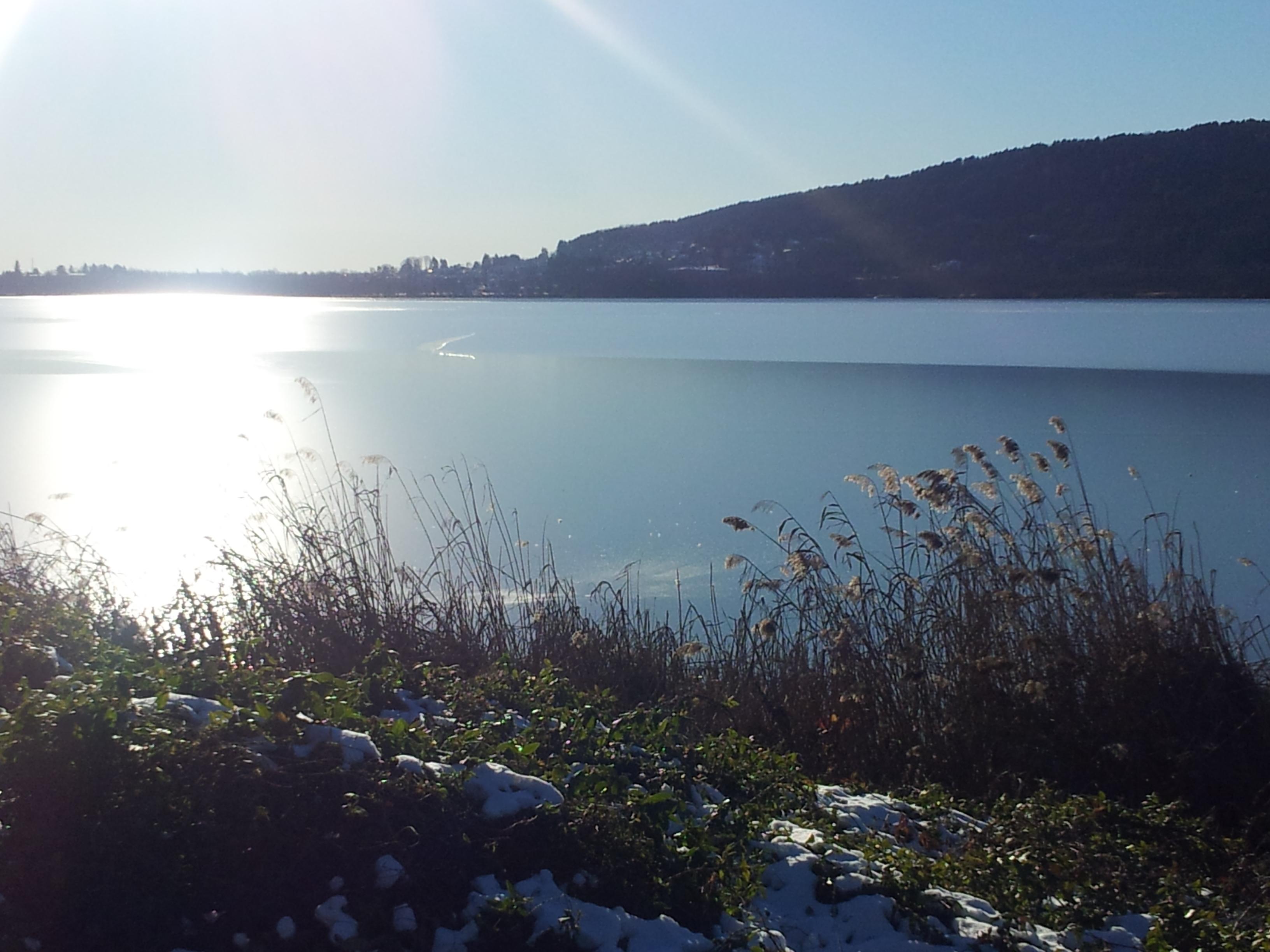lago di Comabbio ghiacciato